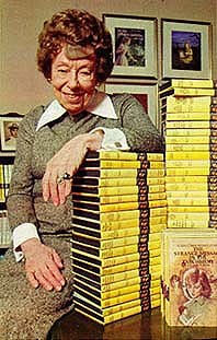Harriet tillsammans med en mängd Kittyböcker.