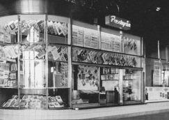 Pressbyråns kiosk vid slussen 1949