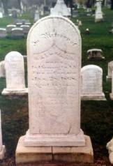 Kate Warnes grav. På stenen är hennes namn felstavat till Kate Warn.